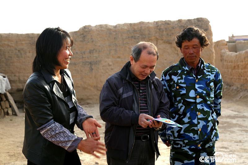 曲建武到甘肃农村学生家家访。