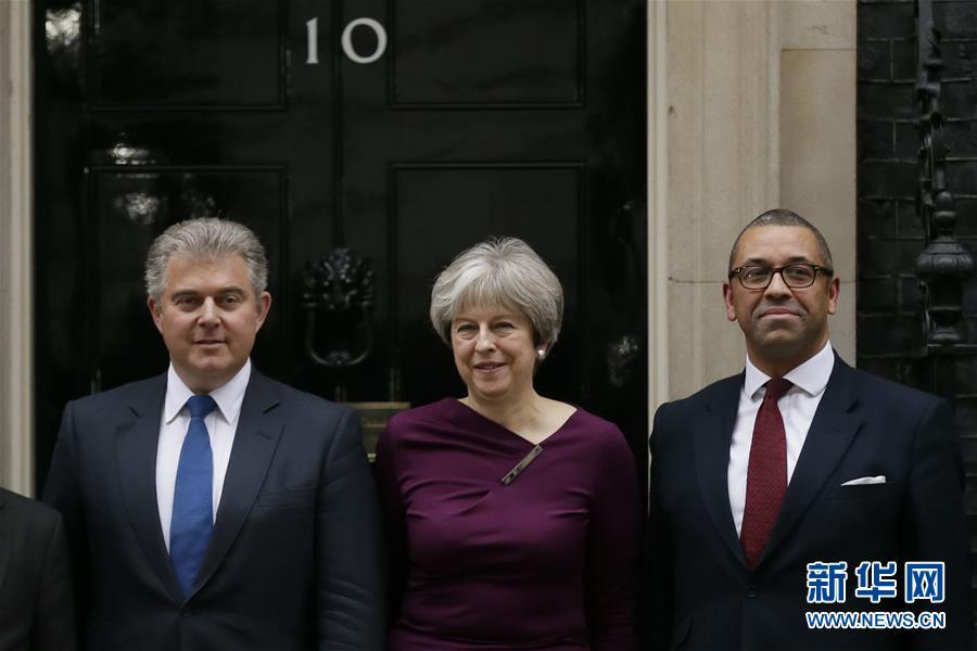 (国际)(1)英国首相改组内阁 重臣悉数留任