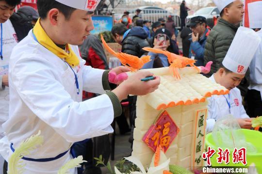 """百年传统庙会彰显北方""""初九咬春""""习俗(图)"""