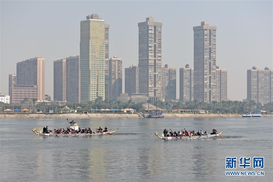 (XHDW)(1)尼罗河赛龙舟 同庆中国年