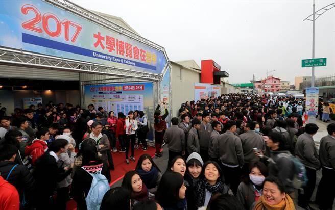 台湾高教危机!学测顶标生申请赴陆暴增6倍