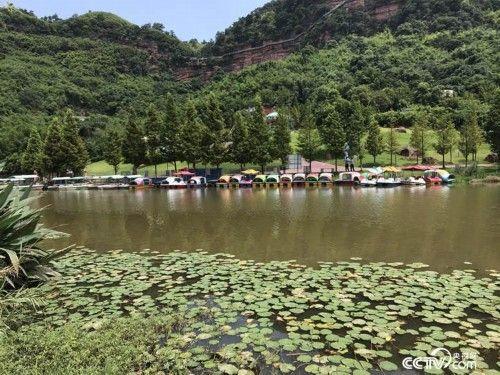 黑臭河清溪河经治理后成为景区。(孔华/摄)