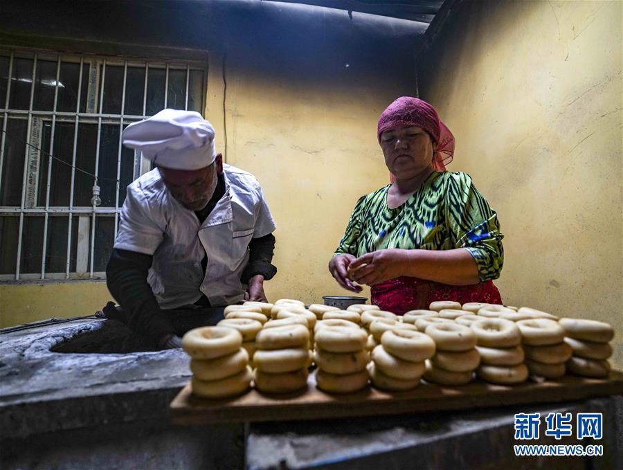 (社会)(3)新疆:小油馕 富农家