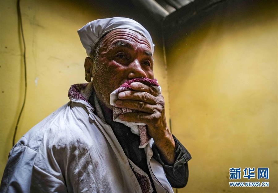 (社会)(6)新疆:小油馕 富农家