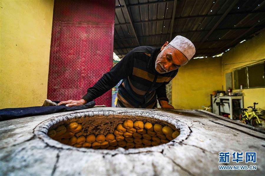 (社会)(1)新疆:小油馕 富农家