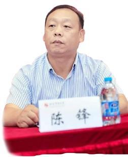 献身中国专门教育的年轻人