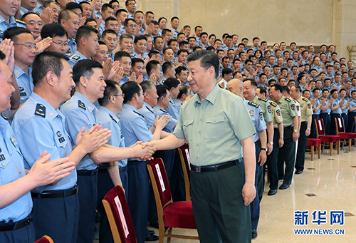 6月18日,中共中央总书记、国家主席、中央军委主席习近平在北京接见空军第十三次党代表大会全体代表。这是习近平同代表们亲切握手。 新华社记者 李刚 摄