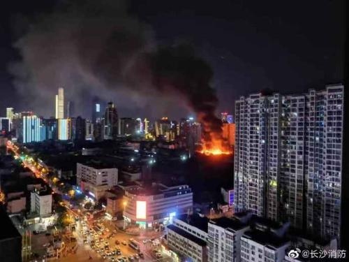 湖南长沙一电子厂发生火灾 32台