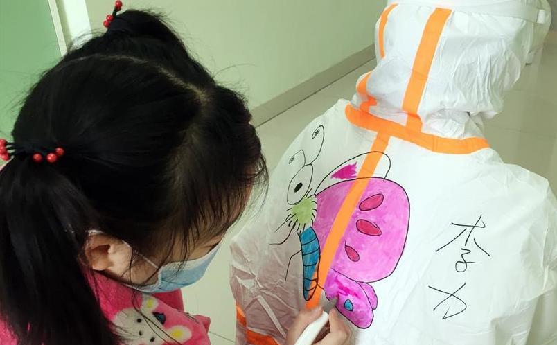 (聚焦疫情防控)(1) 武汉:儿童病房里的卡通世界