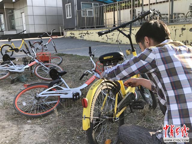探访ofo单车维修点修车师傅每天上百辆 根本修不完