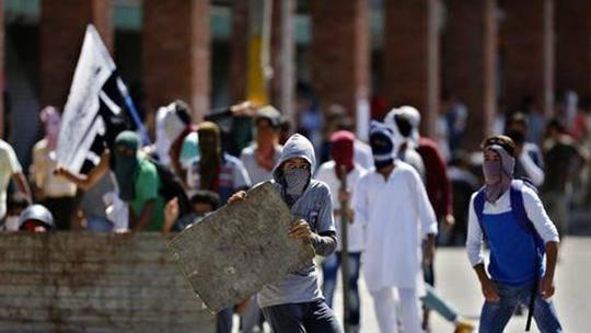 印军误将平民当武装分子击毙 引发当地民众抗议