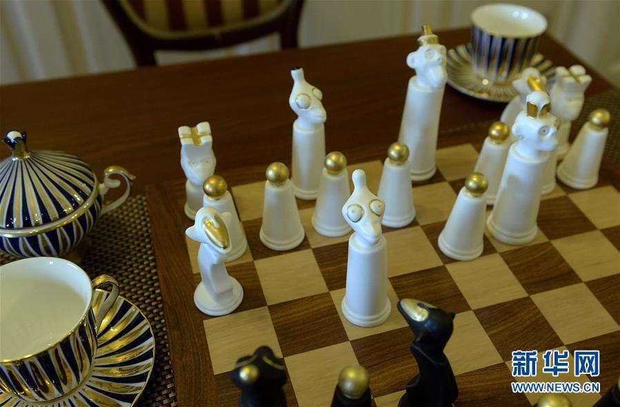 瓷制猴头形国际象棋图片