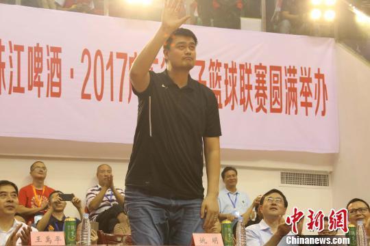 姚明出席广东省篮球联赛肇庆队揭幕战取开门红