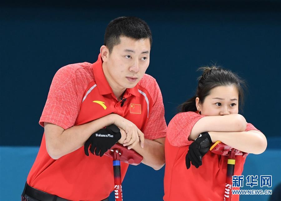 (冬奥会)(1)冰壶——混双:中国负加拿大