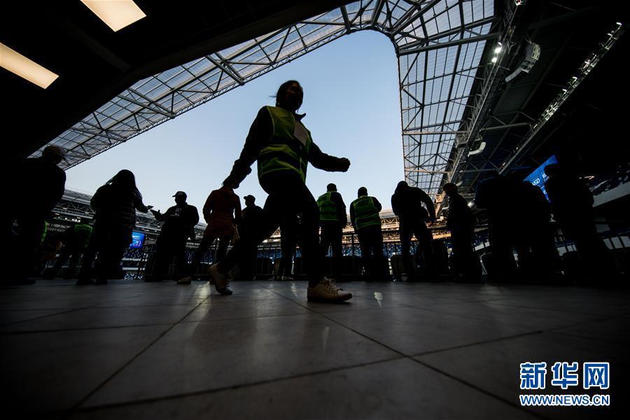 (体育)(10)足球——2018俄罗斯世界杯:加里宁格勒体育场迎来首场测试赛