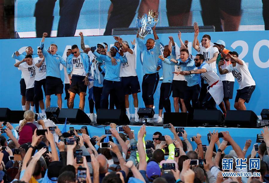 (体育)(3)足球——曼城队庆祝英超夺冠