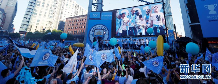 (体育)(4)足球——曼城队庆祝英超夺冠