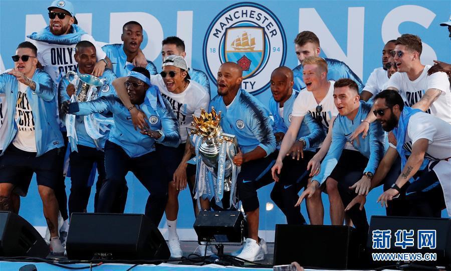 (体育)(5)足球——曼城队庆祝英超夺冠