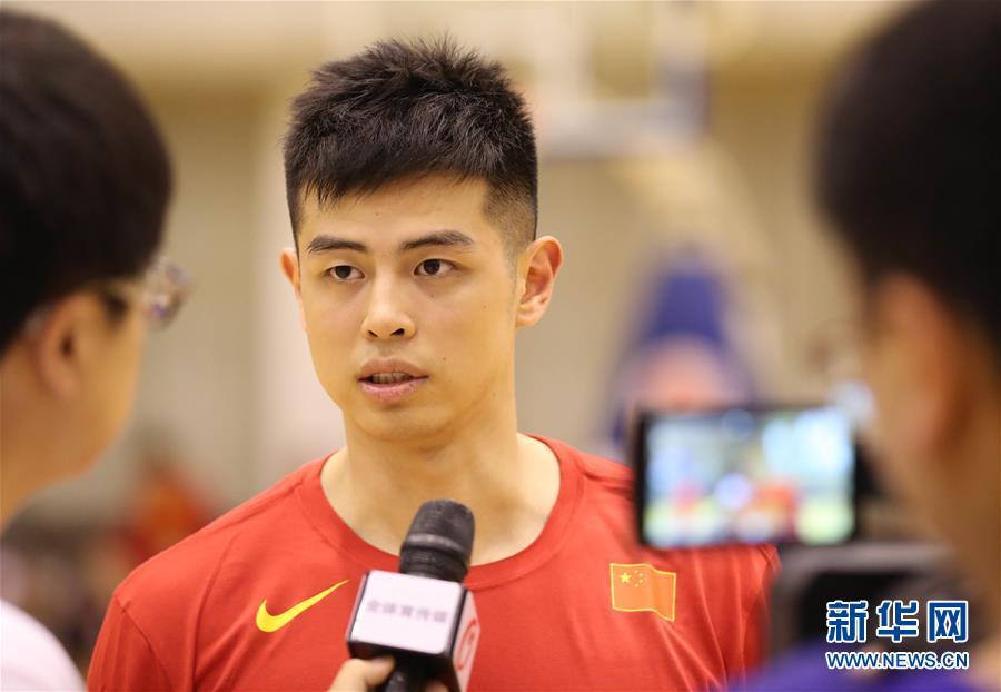 (体育)(12)篮球——中国男篮红队举行公开训练课
