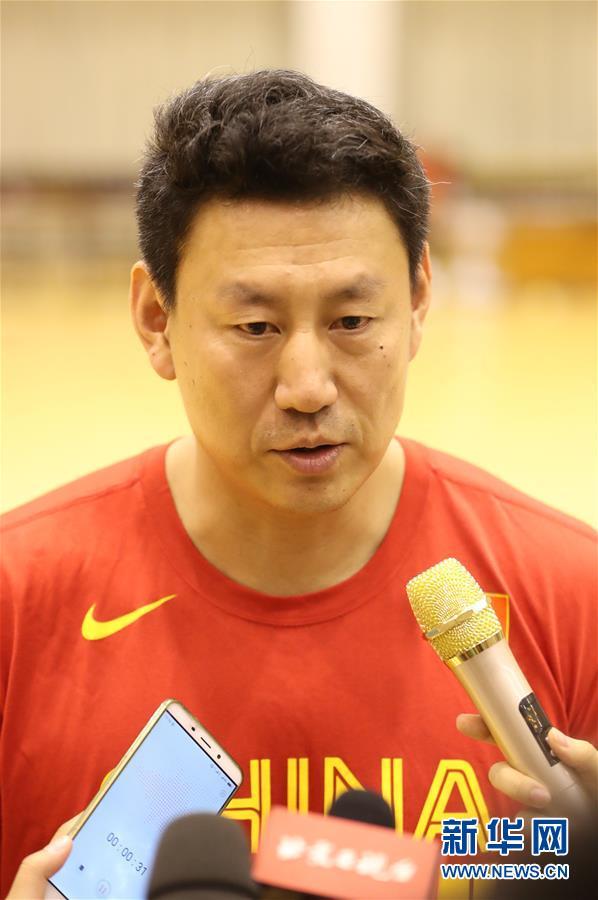 (体育)(13)篮球——中国男篮红队举行公开训练课