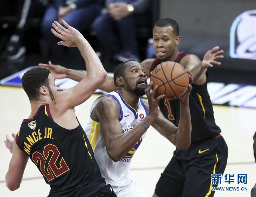 (体育)(19)篮球——NBA总决赛第三场:勇士胜骑士