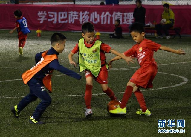 """(新华全媒头条·图文互动)(15)中国足球要有""""坐冷板凳""""的定力——世界杯启示录"""
