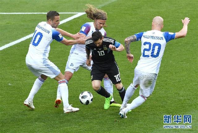 """(新华全媒头条·图文互动)(5)中国足球要有""""坐冷板凳""""的定力——世界杯启示录"""