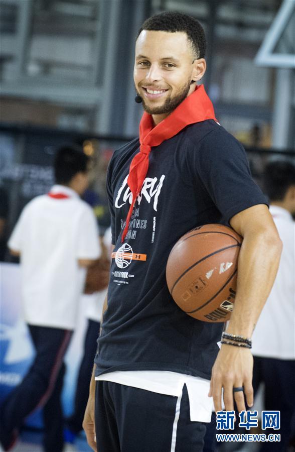 (体育)(3)篮球——库里现身武汉指导小球员训练