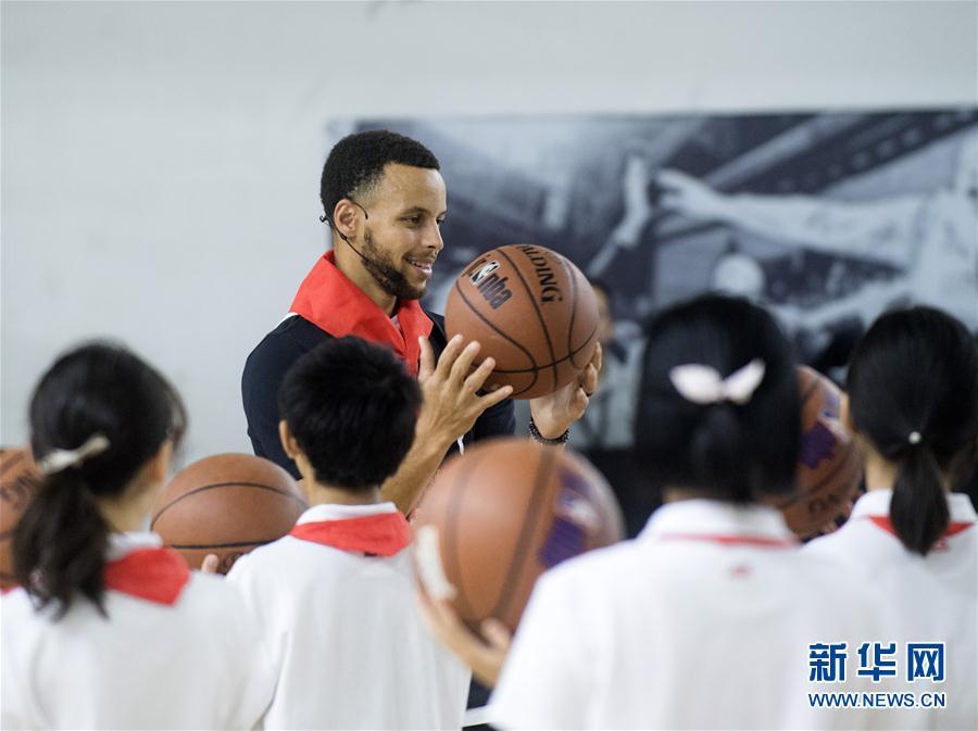(体育)(4)篮球——库里现身武汉指导小球员训练
