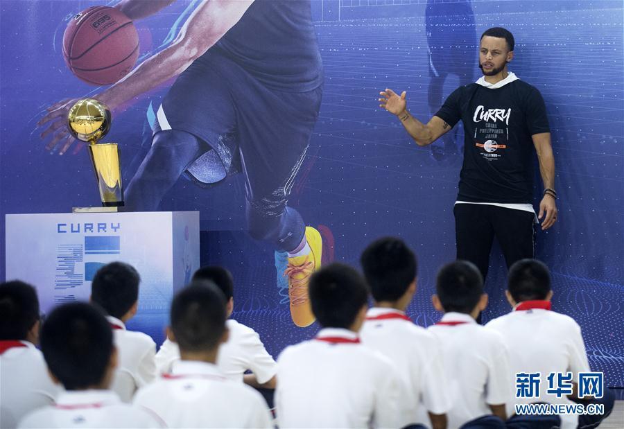 (体育)(7)篮球——库里现身武汉指导小球员训练