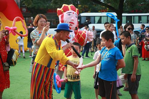 开幕式剧目、中国儿童艺术剧院创排的《月亮草》灵感来源于《崂山道士》