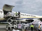 (国际)(1)中国政府首批人道主义救灾物资运抵印尼