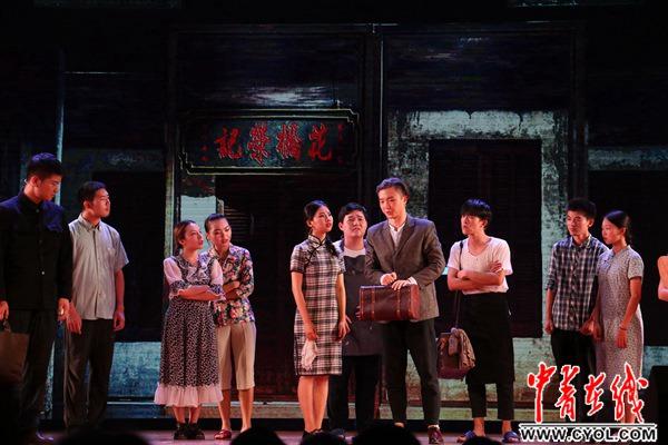 广西师大携经典话剧《花桥荣记》为广西大学90周年校庆献礼