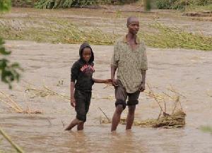 (国际)(1)强热带气旋袭击津巴布韦 死亡人数升至31人