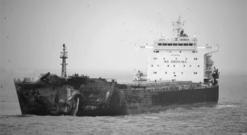 东海船只相撞,救援艰难进行