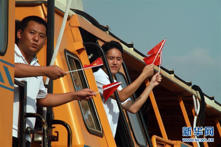 """(国际)(5)""""我和国旗合个影""""主题活动在多国举行"""